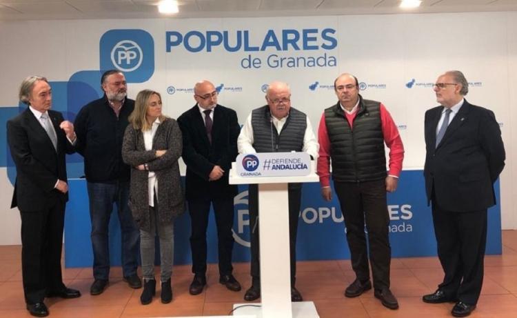 Aguirre ha participado en la Comisión de Sanidad del PP granadino.