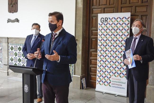 El alcalde de Granada, en un acto con el delegado de Salud.