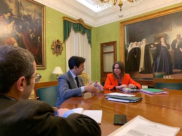 En la fotografía, Francisco Cuenca y Rocío Díaz en la reunión junto a Miguel Ángel Fernández Madrid, edil de Urbanismo.