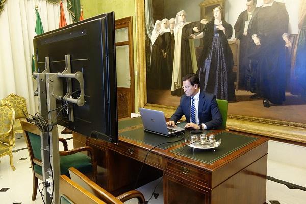 El alcalde, esta semana en una reunión telemática.