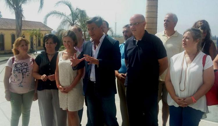 Luis Salvador, junto a miembros del subcomité de Ciudadanos en Granada.