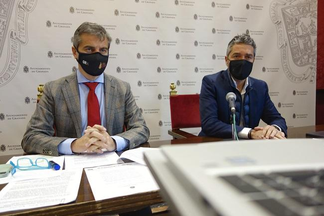 César Díaz, junto a Manuel Olivares, en una imagen de archivo.