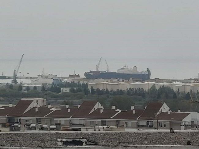 Imagen del barco saudí en el Puerto de Motril.