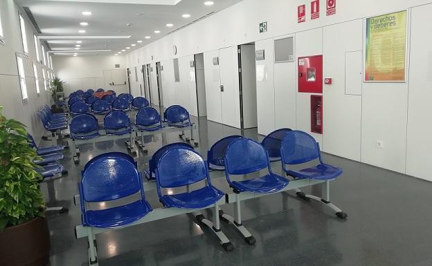 Sala de espera del centro de salud de Bola de Oro.