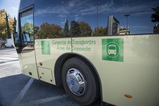 Detalle de un autobús metropolitano.
