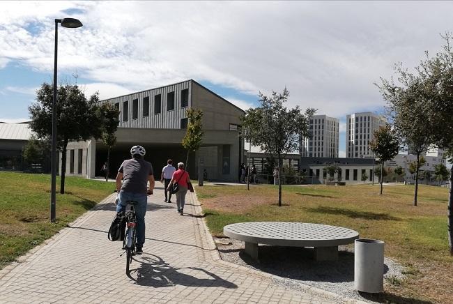Uno de los accesos al Campus de la Salud de la UGR.