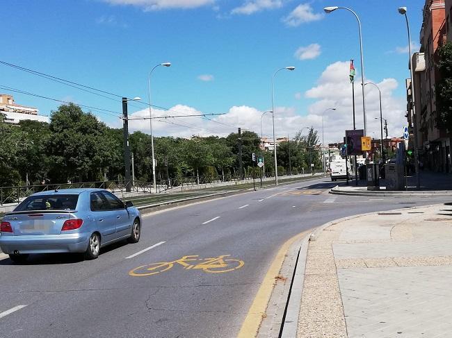 Carril reservado a bicis, VMP, bus y taxi.