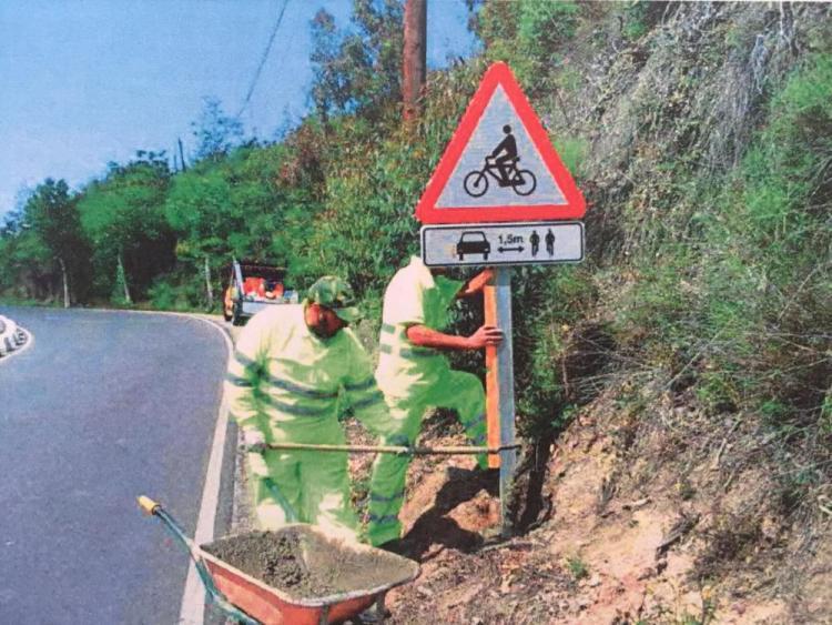 Instalación de una de las siete señales.