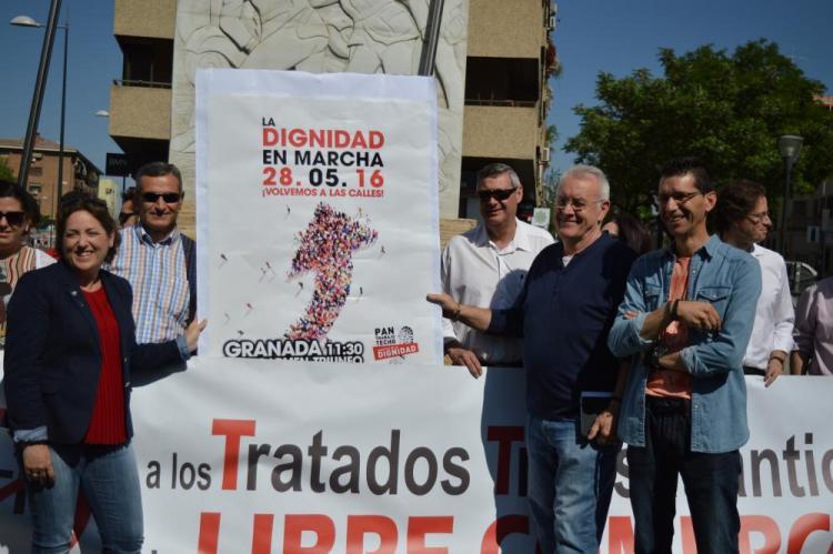 Cayo Lara, con Diego Castillo, María del Carmen Pérez y otros dirigentes de IU.