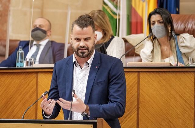 El diputado Chus Fernández, en el Parlamento andaluz.