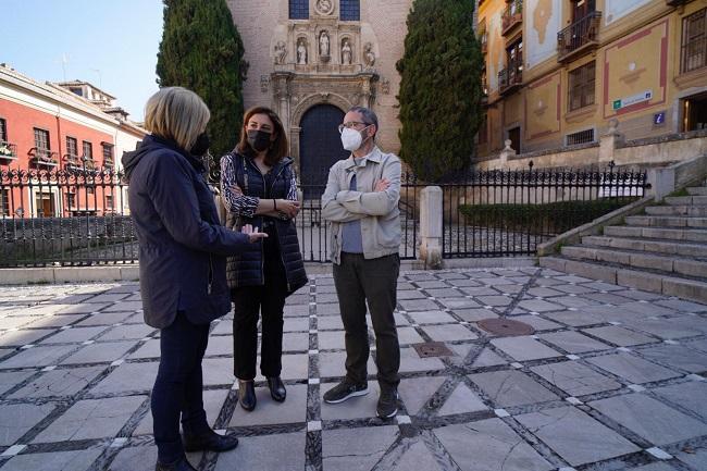 Concejales del PSOE, este martes junto a Plaza Nueva.
