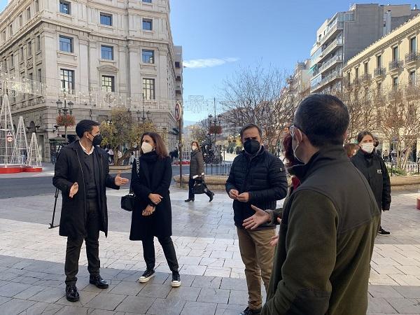 Concejales del PSOE, este lunes en Puerta Real.