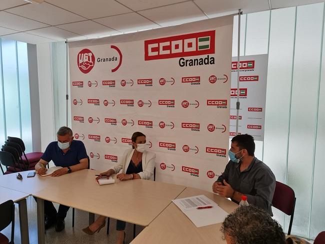 Concha Insúa con los secretarios generales de UGT y CCOO Granada.