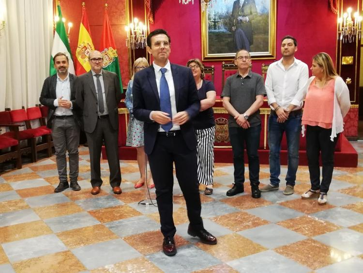 Francisco Cuenca con siete de los ediles electos del PSOE.