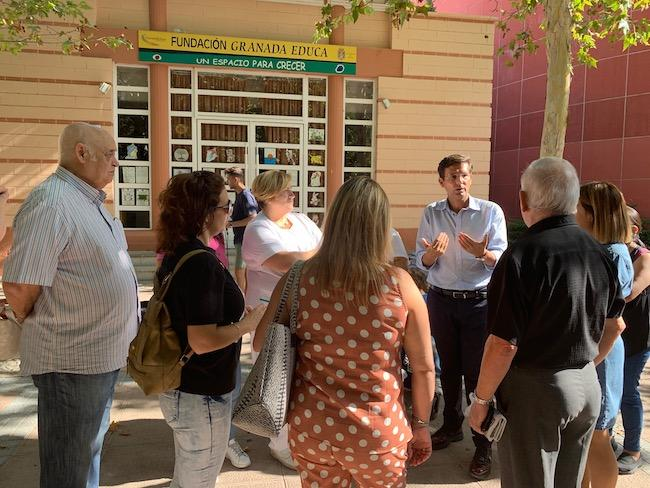 Cuenca, junto a vecinos afectados.