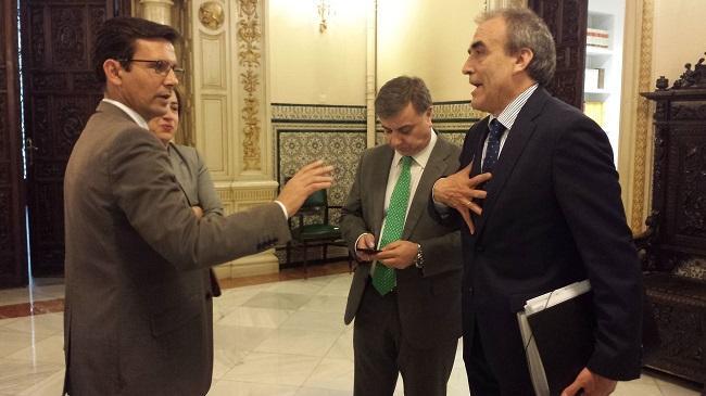 El alcalde conversa con el secretario general de Infraestructuras en la última comisión de seguimiento.