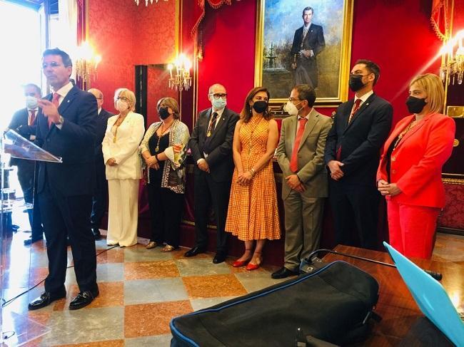 Cuenca y su grupo, cuando fue elegido alcalde.