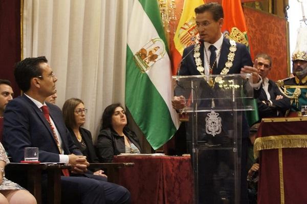 Salvador y Cuenca en una imagen del pleno de investidura.