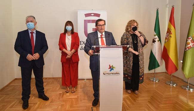 Entrena, con Villegas, De la Rosa y Gómez, durante su comparecencia ante los medios.