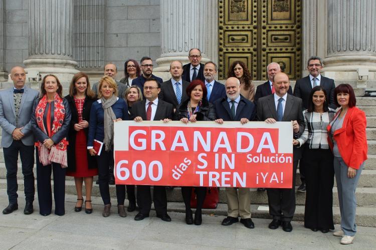 Los diputados andaluces, a las puertas del Congreso.