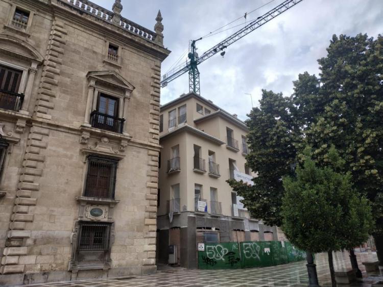 El edificio cuya legalidad está en cuestión se sitúa junto al TSJA.