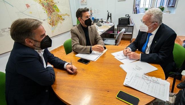 Francisco Cuenca y Jacobo Calvo con el Defensor del Pueblo Andaluz.