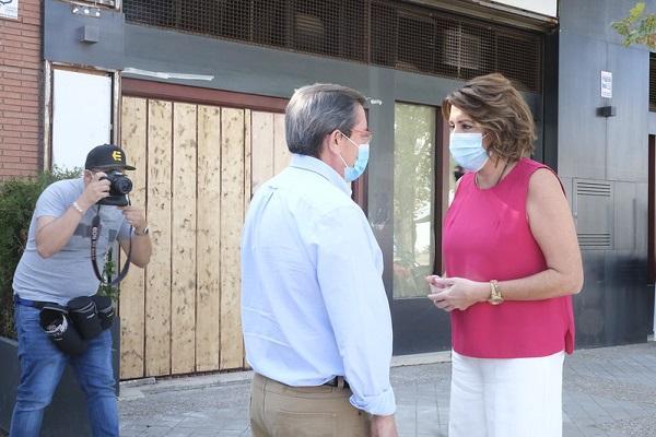Susana Díaz conversa con José Entrena, este martes en Granada.