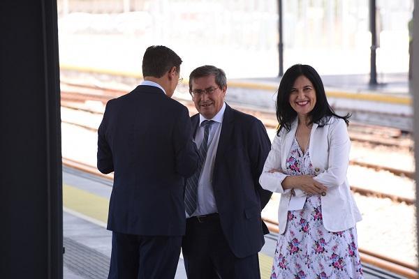 Entrena, con el alcalde y la subdelegada del Gobierno el pasado 25 de junio.