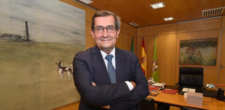 José Entrena, en su despacho de presidente de la Diputación de Granada.