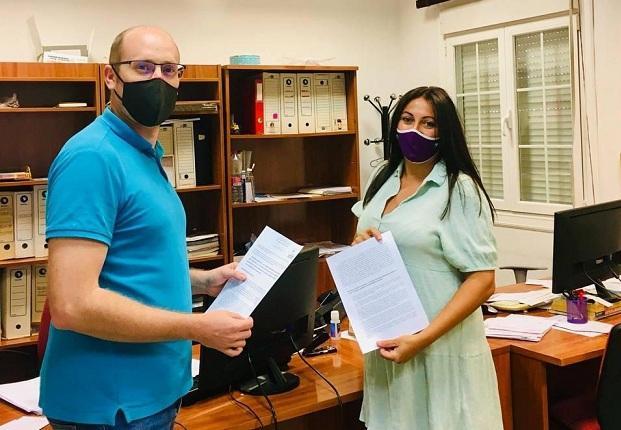 Concejales de UP registran la petición en el Ayuntamiento.