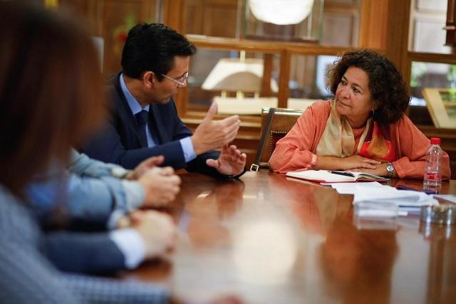 Cuenca habla con Pilar Aranda.