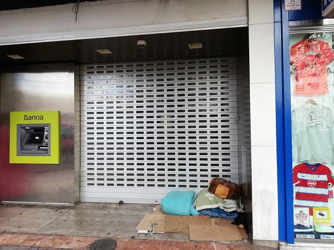 Las personas sin hogar necesitan una solución para dormir y comer todos los días, advierte Podemos-IU.