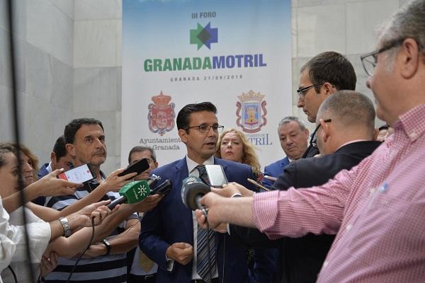 Francisco Cuenca, este viernes, atiende a los periodistas.
