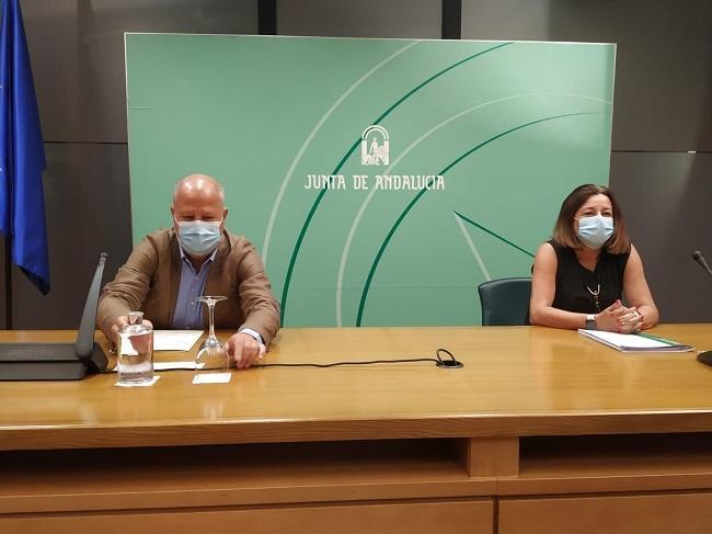 Rueda de prensa del consejero de Educación, Javier Imbroda, y la viceconsejera, María del Carmen Castillo.