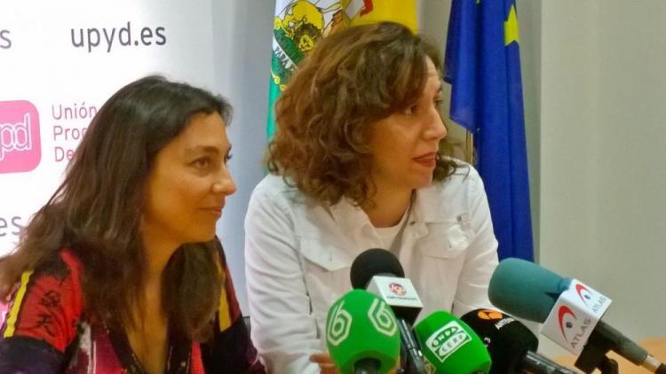 La candidata de UPyD por Granada arropada por la diputada nacional Irene Lozano.
