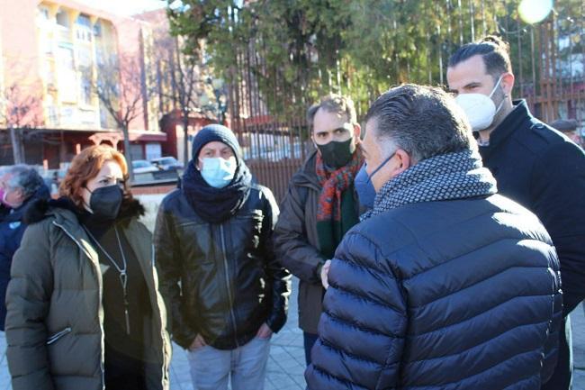 Los representantes de IU con el Defensor de la Ciudadanía de Granada.