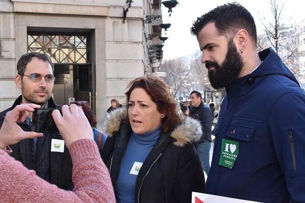 María del Carmen Pérez con Toni Valero y Jesús Fernández en la movilizacion de enero.