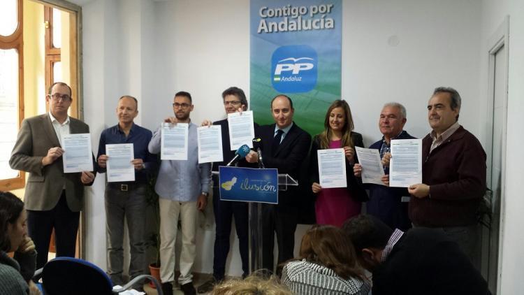 Juan García Montero con el equipo que le acompañó en su candidatura.