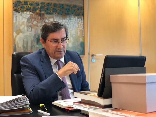 Entrena, en su despacho de la Diputación.