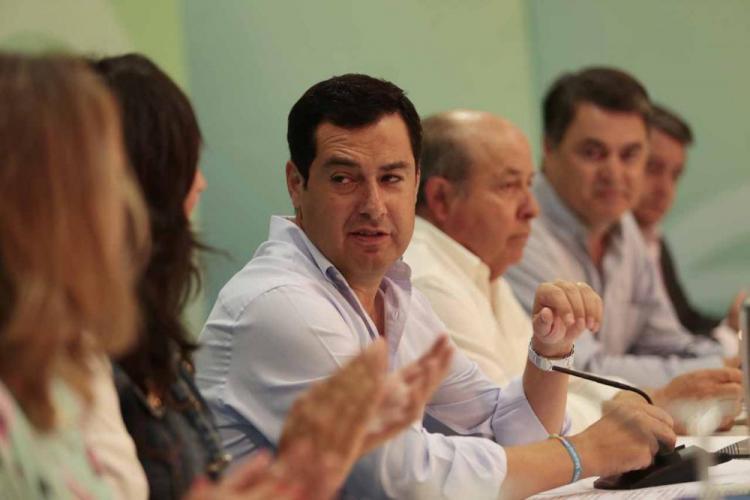 El alcalde, tras el presidente del PP-A.