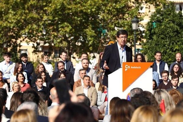 Juan Marín durante el acto público en Granada.