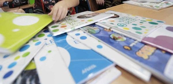 Educación renovará los libros de los seis cursos de Primaria.