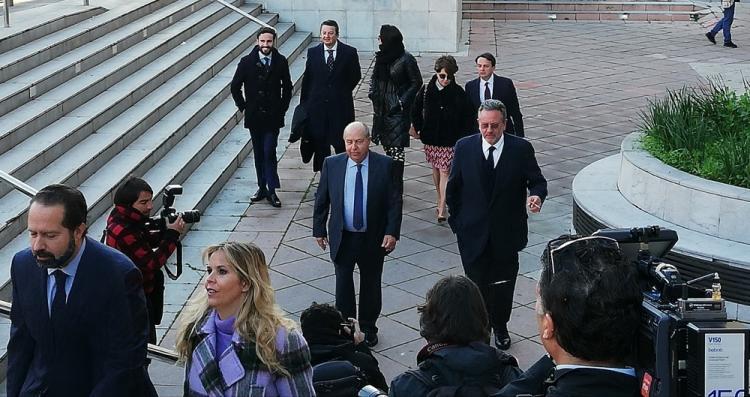 Sean Hepburn, junto a Torres Hurtado, a su llegada a la Caleta.