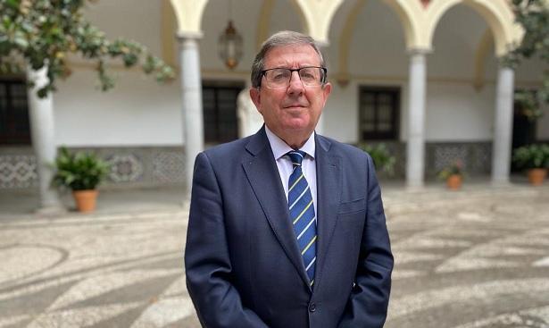 Luis González.