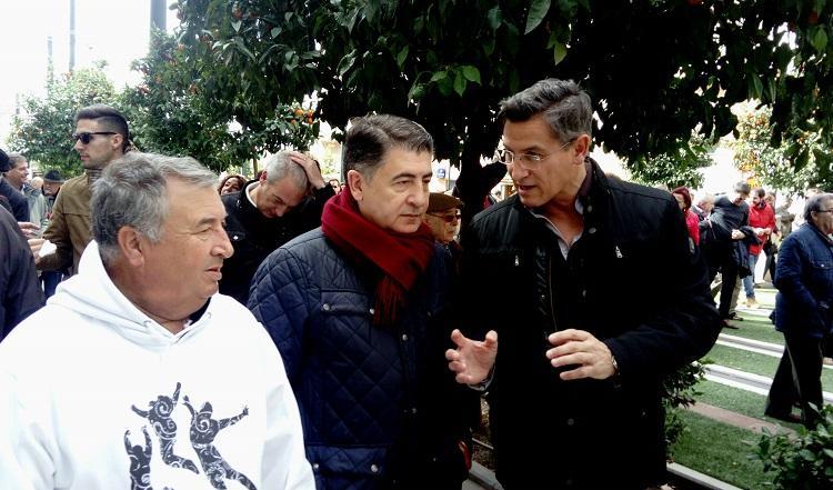Luis Salvador, junto al Defensor del Ciudadano, en la manifestación.