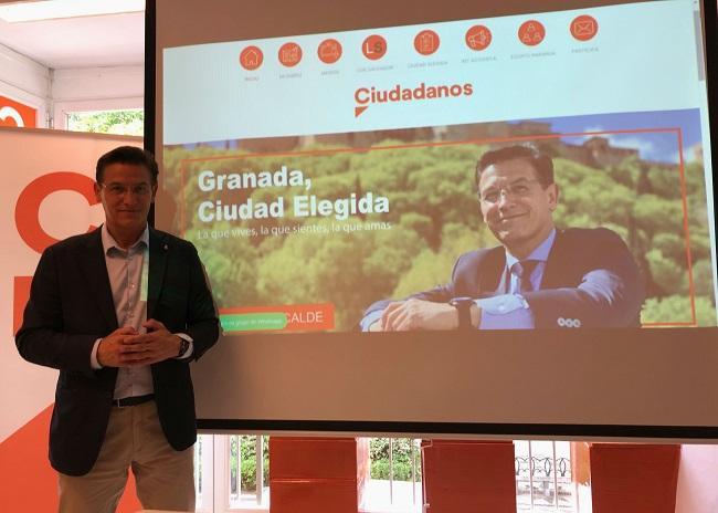 Luis Salvador, este jueves, en la presentación de su página web personal.