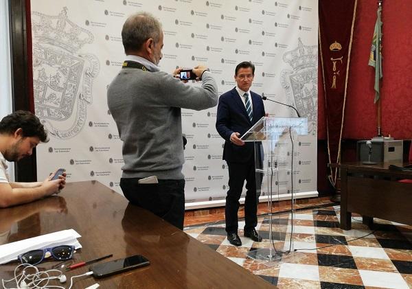 Luis Salvador, este lunes en rueda de prensa.