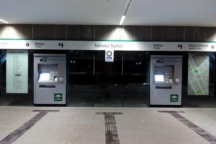 Máquinas expendedoras de tickets en la estación de Méndez Núñez.