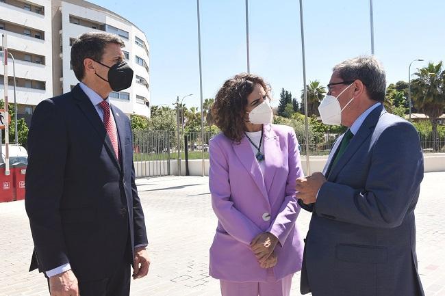 Pedro Fernández, María Jesús Montero y Pepe Entrena.