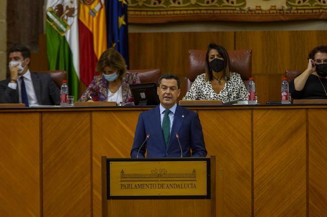 El presidente de la Junta, Juanma Moreno, durante la intervención en la primera sesión del Debate sobre el Estado de la Comunidad.